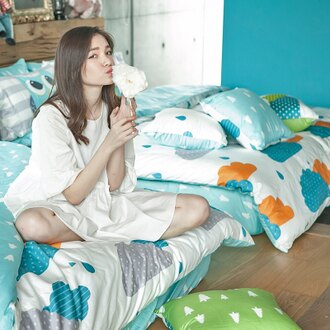 新品!床包 / 單人【奇幻不思議-遇見朵朵-藍】含一件枕套,100%精梳棉,奇妙童話時光,戀家小舖台灣製