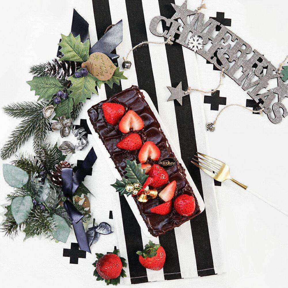 【多茄米拉★聖誕版-黑櫻桃狂想曲-L 】草莓季2018最美蛋糕! 嚴選CacaoBarry可可貝芮全球最大巧克力供應商高濃度巧克力,完美融合黑櫻桃內餡! 搭配大湖草莓特有的新鮮酸甜口感融合在口中~完美!幸福!就是這麼簡單 1