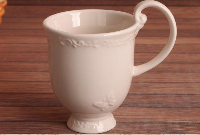 歐式米色浮雕蝴蝶時尚陶瓷高把水杯 馬克杯 茶杯 喝水杯 時尚杯子