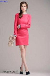 天使嫁衣:天使嫁衣【HLWM6011】玫紅色中大尺碼袖口鑽羊呢子簡約典雅長袖洋裝小禮服˙現貨