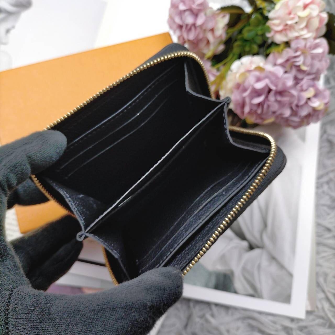 在台現貨 Lv 黑壓紋拉鍊零錢包 人氣爆棚的一款 $19300  2021 05