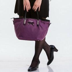 【le Lufon】水餃包 紫色尼龍拼接皮革前口袋蝴蝶結皮帶點飾大容量手提兩用包(M) 手提包/側背包/斜背包 ( 紫 / 黑二色)