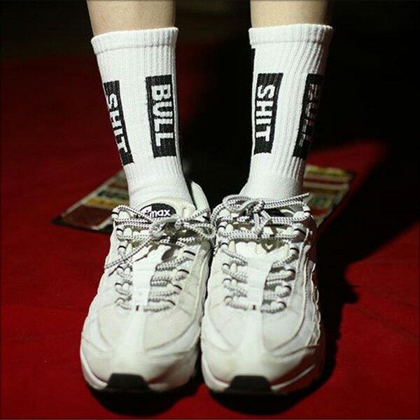 休閒中筒襪‧街頭字母撞色棉質運動中筒襪‧二色【NJB0029】-TAIJI-