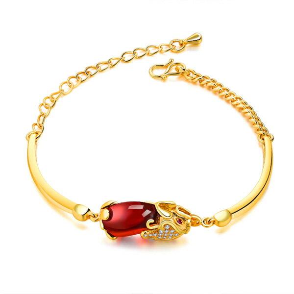 《 QBOX 》FASHION 飾品【W100N520】 精緻女款招財貔貅瑪瑙石鍍黃K金手鍊/手環