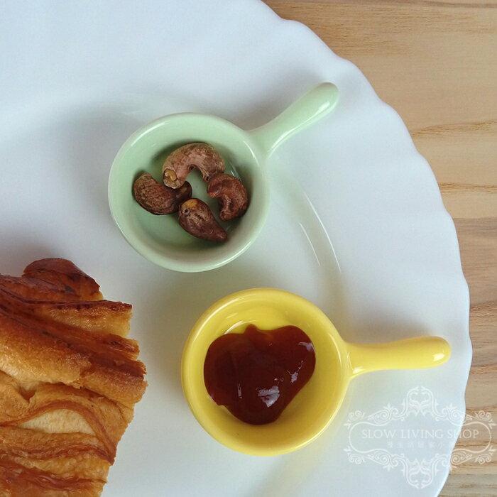 湊免運 特價 馬卡龍陶瓷平底鍋造型醬料碟1入(5色)
