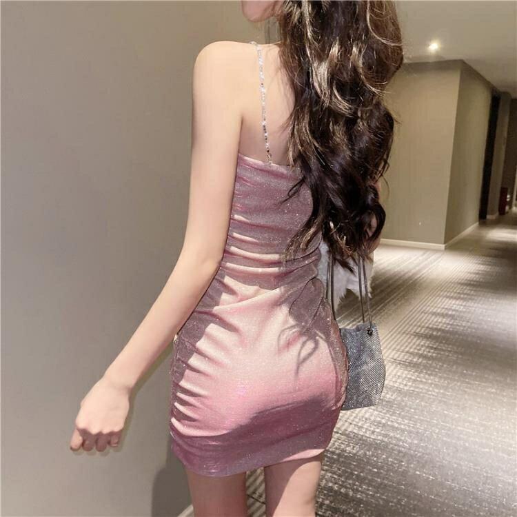 法式吊带裙2021年新款气质性感包臀紧身显瘦打底内搭短款洋裝女 果果輕時尚