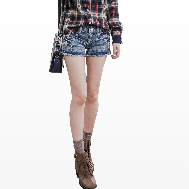 牛仔短褲--涼爽率性刷破水波紋皺褶感側邊亮片牛仔熱褲(牛仔藍S-7L)-R66眼圈熊中大尺碼 1