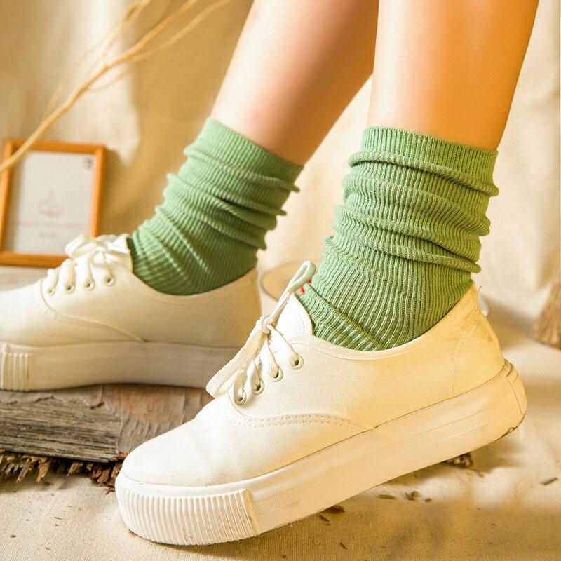 日系簡約直條壓紋素色中筒襪(14色)
