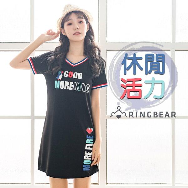 休閒洋裝--運動風小鳥字母亮麗印花三色織帶羅紋寬鬆V領洋裝(黑L-3L)-D492眼圈熊中大尺碼