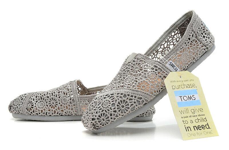 【TOMS】灰色蕾絲鏤空繡花平底休閒鞋  Grey Crochet Women's Classics【全店免運】 5