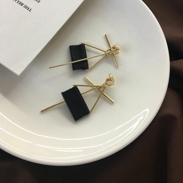 (預購+現貨)回家路上方形皮革針式耳環【2-17184】