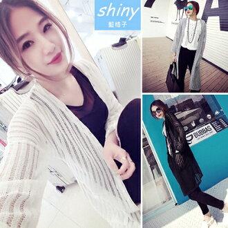 【V0836】shiny藍格子-酷炫假期.洞洞鏤空針織長版罩衫外套