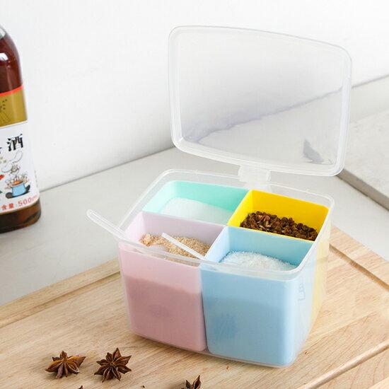 ♚MY COLOR♚四格分類調料盒 附勺 廚房 粉末 鹽巴 味精 料理 糖粉 烘焙 居家 工具【G70】