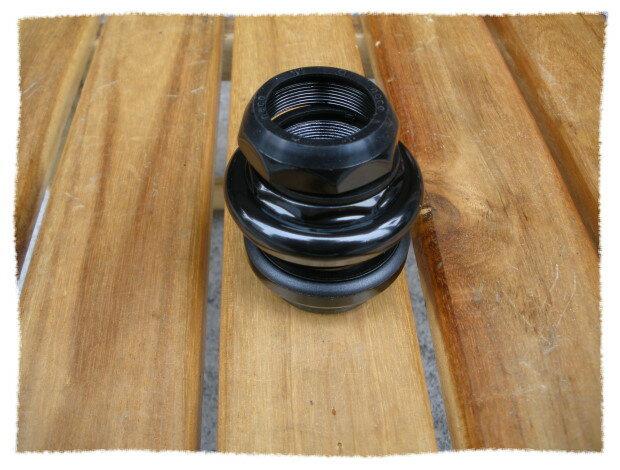 意生自行車 《意生》1-1/ 8吋有牙式車頭碗 (黑色)