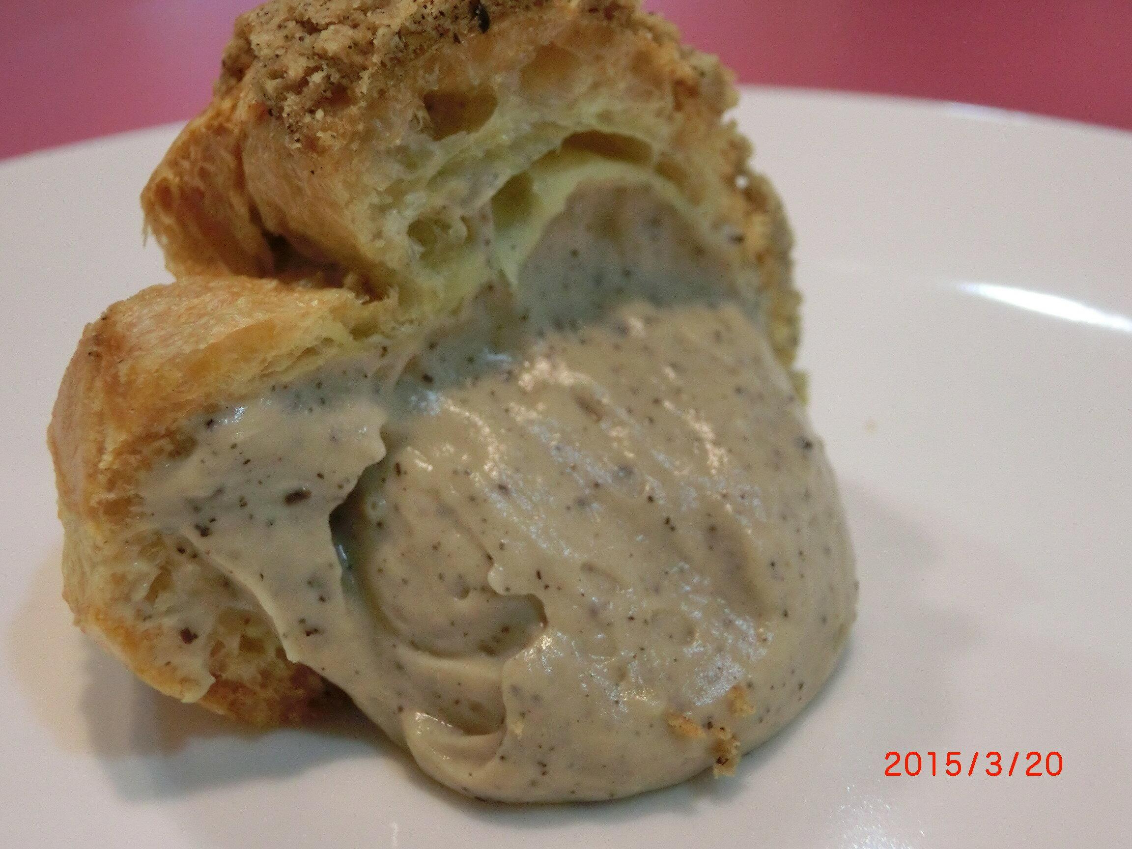 【戚風國度bite me】伯爵泡芙   酥脆餅乾外殼,散發著奶油的香氣,紐西蘭進口奶油製成如冰淇淋般的內餡。 [團購、伴手禮首選]