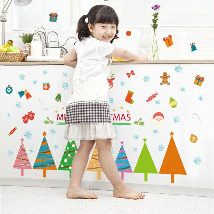 WallFree窩自在★聖誕DIY無痕創意牆貼/壁貼-SK7074_彩色聖誕樹 50X70