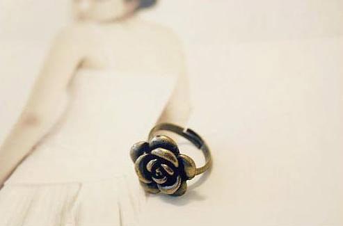 ﹨﹨Moshi 韓版 簡約百搭 仿舊金屬 山茶花 玫瑰造型戒指 韓飾品批發 ?OD0038