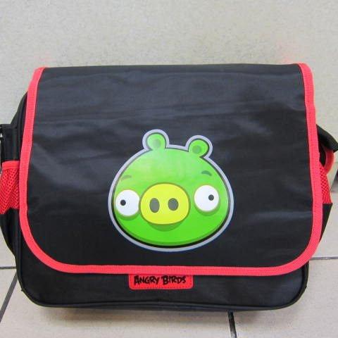 ~雪黛屋~Angry Birds 肩側包 書包 隨身物品包 超輕防水尼龍布材質 正版授權商品AB4695E黑豬