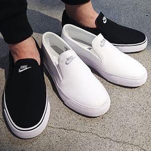 【蟹老闆】【現貨】NIKE TOKI SLIP TXT 懶人鞋 素面 無鞋帶 黑色 男女情侶鞋
