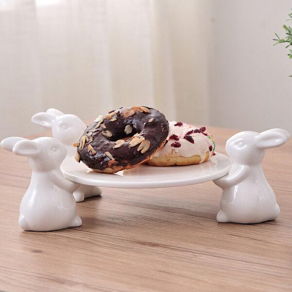 Alice餐廚好物:森林系小兔子派對3隻兔子端盤子陶瓷蛋糕盤超萌陶瓷餐具
