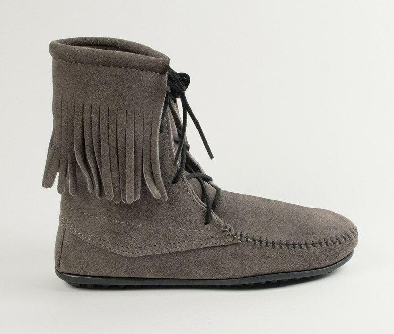 【Minnetonka 莫卡辛】灰色  - 經典綁帶流蘇短靴 2