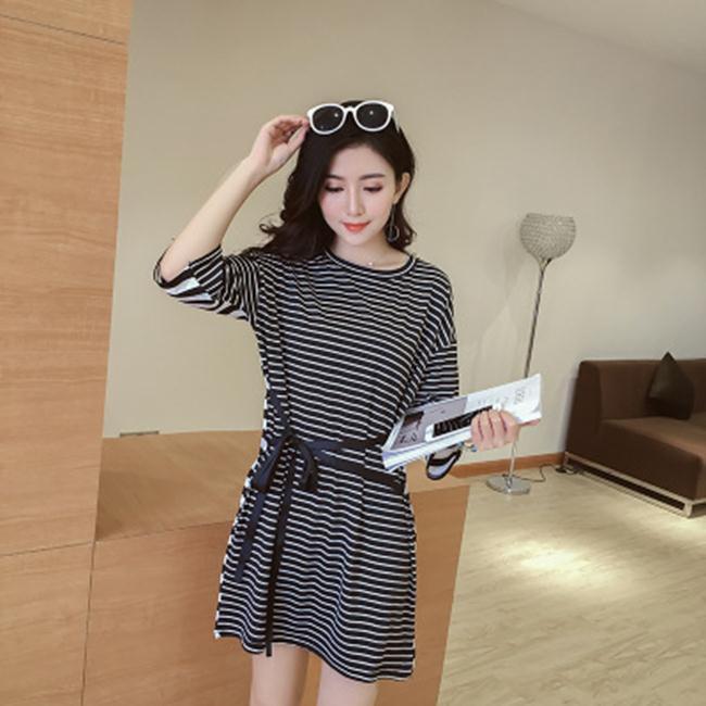 50^%OFF SHOP~G022641C~實拍寬鬆黑白條紋系帶顯瘦中袖拼接長T連衣裙~洋