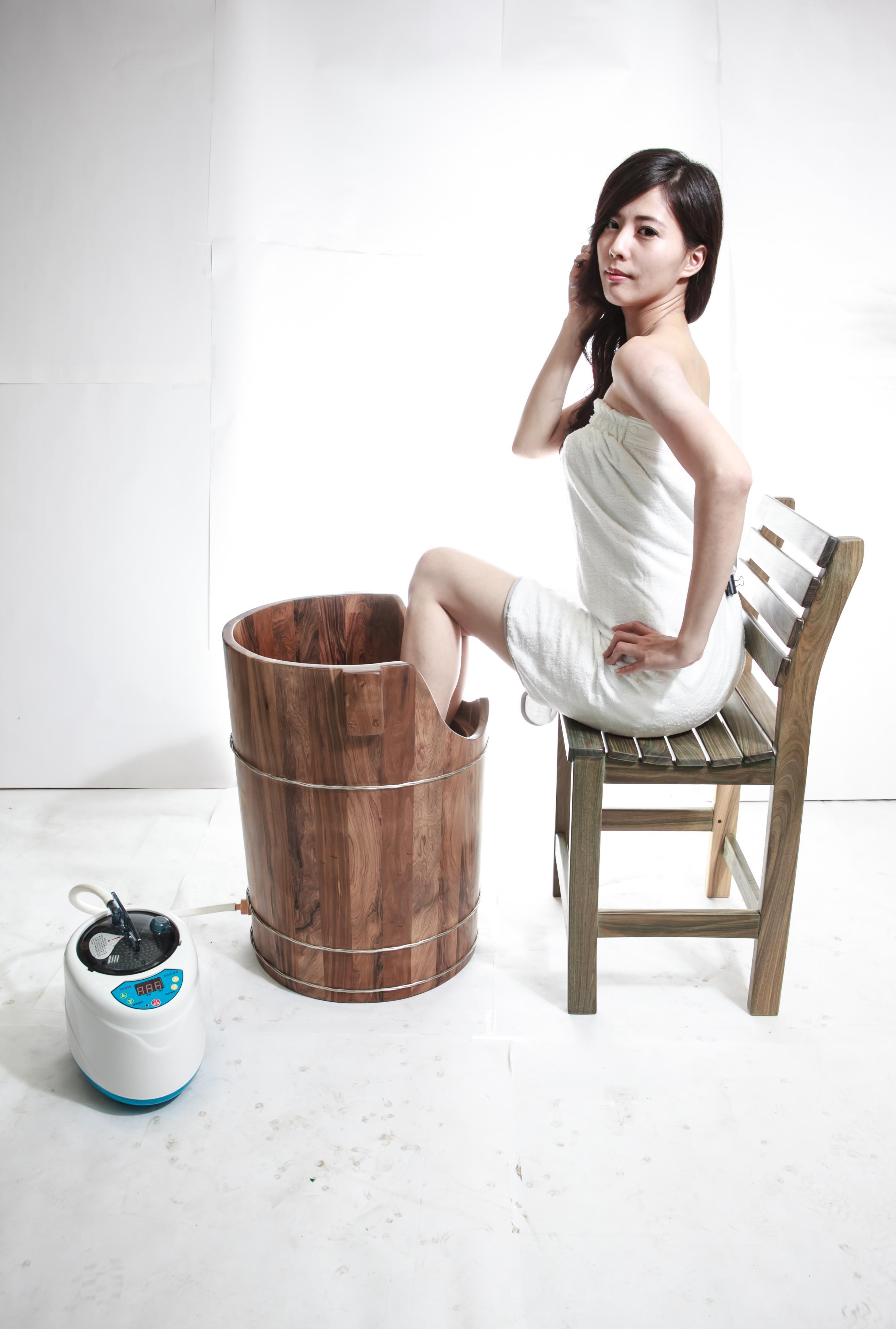 蒸腳幫助血液循環 檀香木蒸腳桶 足蒸桶 蒸腰桶 台灣第一領導品牌-雅典木桶 木浴缸、方形木桶、泡腳桶、蒸腳桶、蒸氣烤箱