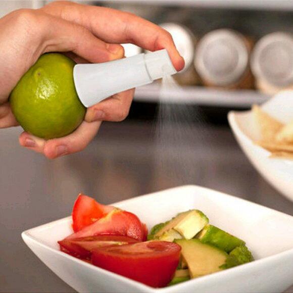 ●MY COLOR●手動水果檸檬噴霧器 廚房 西餐 料理 烹飪 烘焙 沙拉 提味 調味料 搾汁【J223】