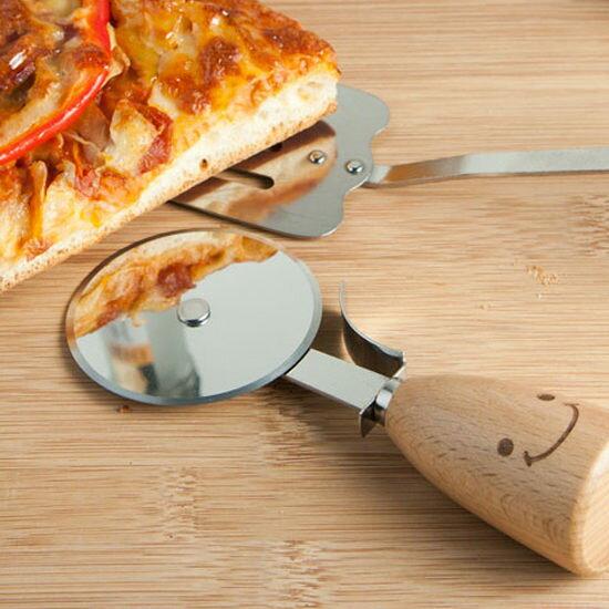 ●MY COLOR●ZAKKA笑臉木柄不鏽鋼披薩刀 料理 烘焙 廚房 工具 滾刀 切蛋 滾輪 切割【M100-1】