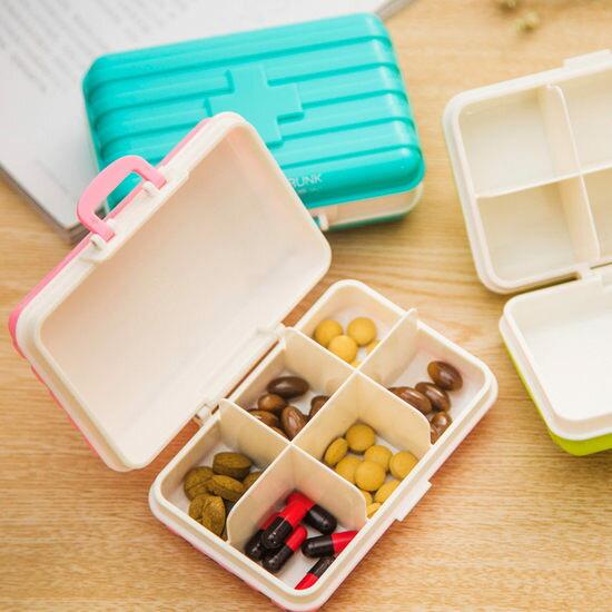 ●MY COLOR●迷你手提行李箱藥盒 四格 藥片 置物 分格 旅行 隨身 飾品 耳環 項鍊【M159】