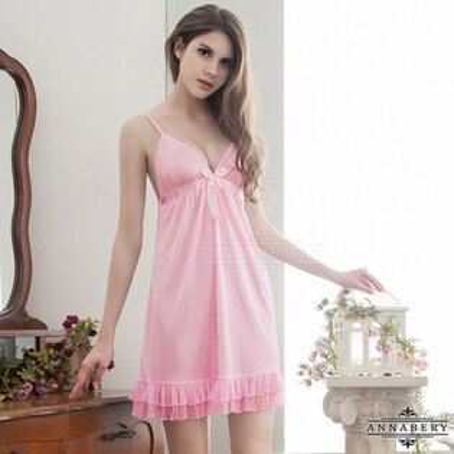 亞娜絲情趣用品純愛粉紅可愛裙襬柔緞大尺碼睡衣