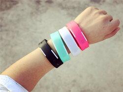原宿潮流時尚LED運動手環錶(一組2入顏色隨機出貨)