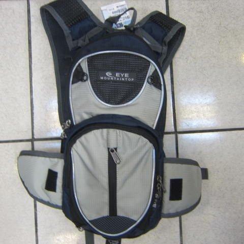 ~雪黛屋~EYE 加大型反光腳踏車後背包 可加大容量設計 隱藏式固定安全帽放置網袋 EYE305深藍