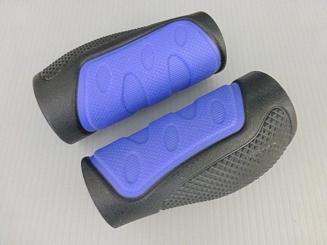 《意生》黑藍下標區_兩短CKC雙色人間肉球手握 凹凸點設計防滑舒適好握不黏手 減壓輕鬆好配色 四色可選把手握把