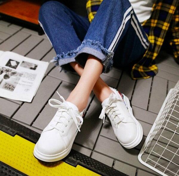 Pyf♥厚底小白鞋文青塗鴉圖騰平底綁帶圓頭休閒鞋運動鞋43大尺碼女鞋