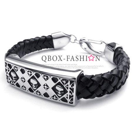 《 QBOX 》FASHION 飾品【W10022533】精緻個性菱形骷髏頭方盾皮革316L鈦鋼手鍊/手環