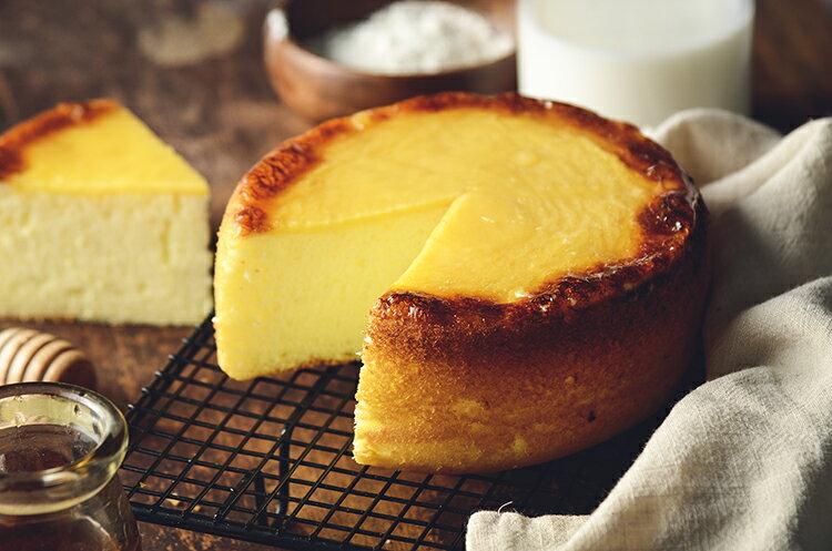 新品上市~~日式岩燒起士蜂蜜蛋糕 / 6吋(免運) / 濃郁的蜂蜜香味,卻甜而不膩,有著日本長崎蛋糕的柔軟綿密,表面鋪上多層次乳酪口感 細膩多變的滋味,令人陶醉其中~~★6月全館滿499免運 6
